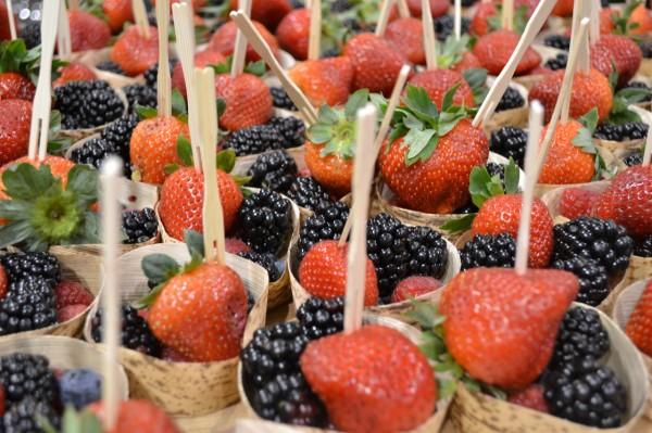 Strawberry-blackberry cups